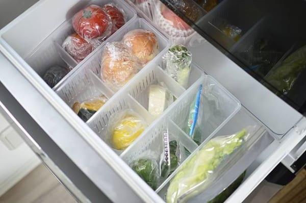 仕切り板付きの専用箱を使って野菜を整理