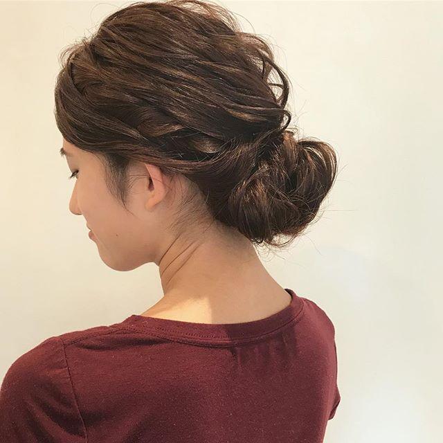 女っぽさを兼ね備えた簡単まとめ髪