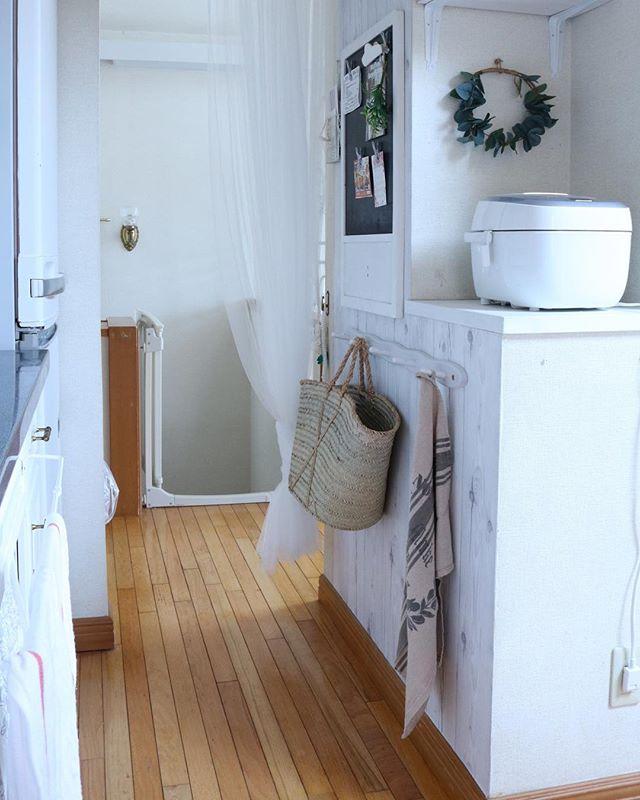 フック収納のあるシンプルな空間