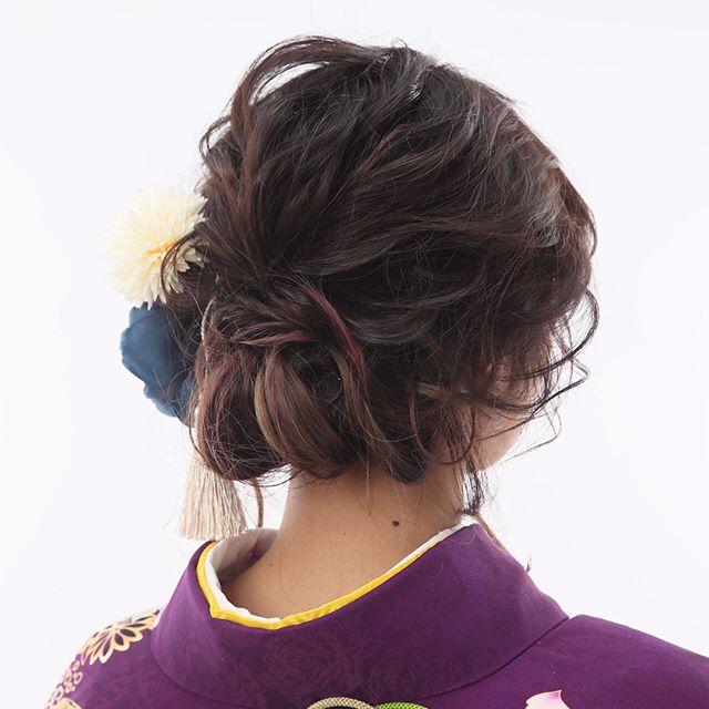 上品な落ち着きを感じさせるヘアスタイル