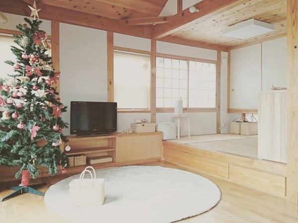 北欧風のシンプルな居間にも合う可愛い丸ラグ