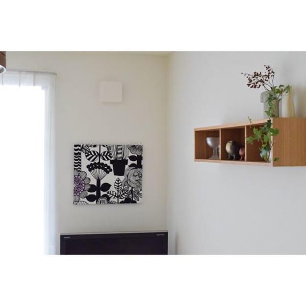 無印「壁に付けられる家具」で箱ディスプレイ