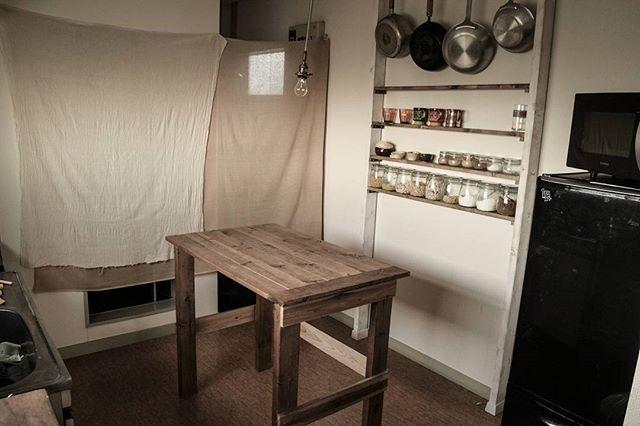 おしゃれなDIY棚で調味料や道具を整理