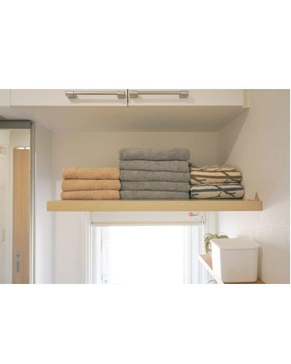 洗濯機上の棚ですっきりと美しく見える収納