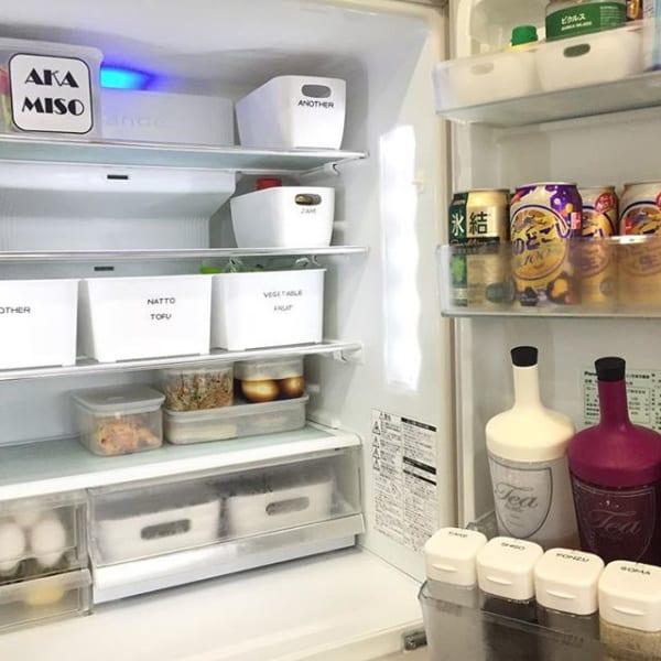 冷蔵庫に可愛いボックスを並べて整理整頓