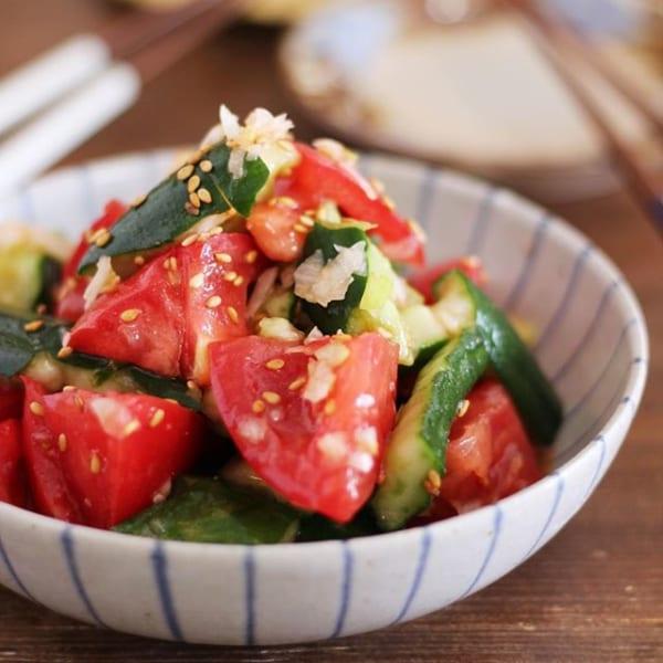簡単!トマトと叩ききゅうりのピリ辛ネギ塩ナムル