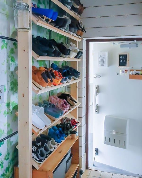 たくさんの靴収納にはDIYインテリア