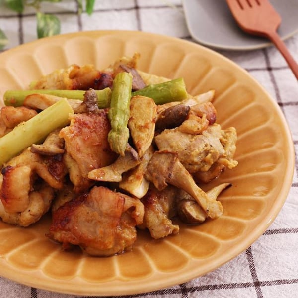 簡単作り置きに!鶏肉とアスパラのカレーマヨ焼き