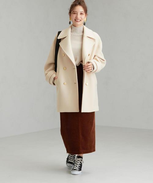 メタルボタンPコート×タイトスカート