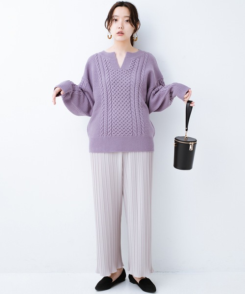 [haco!] パッと着るだけで今っぽ&女っぽが叶う キーネックケーブルニット