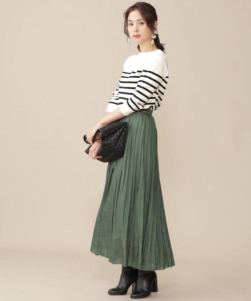 スカートを使ったシンプルな秋服