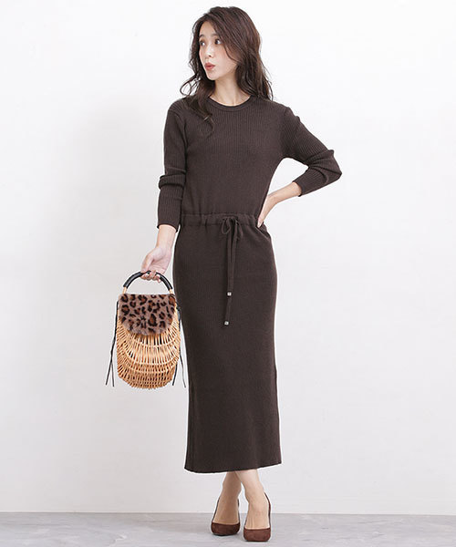 ワンピースを使ったシンプルな秋服