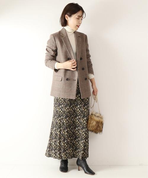 かっちりジャケットのオフィスコーデ スカート