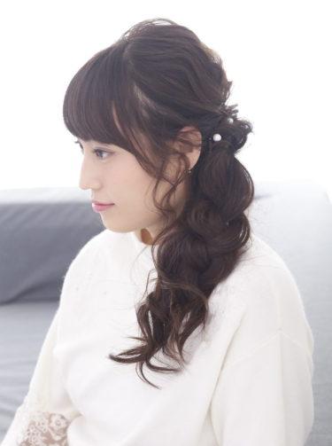 甘い印象のサイド三つ編み巻き下ろしヘア