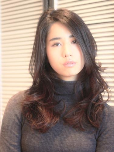 Aラインシルエット×黒髪ロング