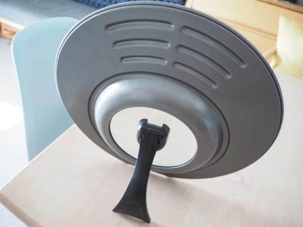 3.省スペースで便利!立つハンドル付きフライパン用フタ3
