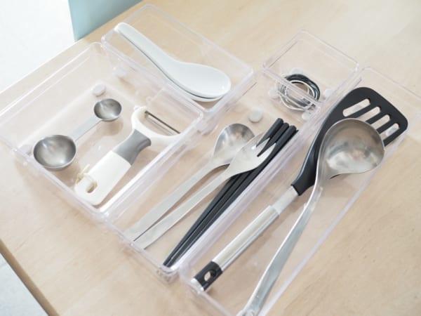 1.キッチンの小物収納に便利!「ノンスリップクリアBOX」3