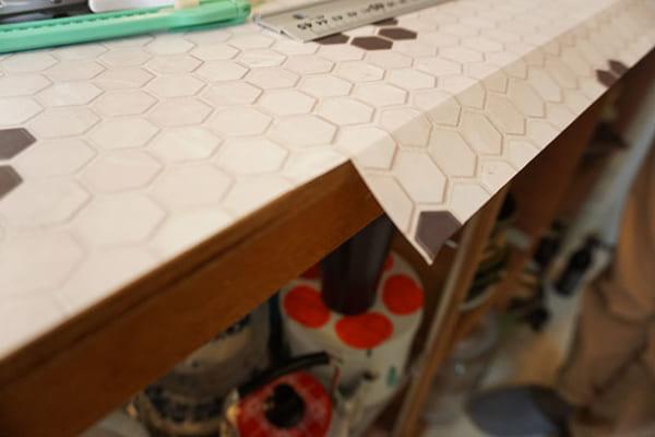 キッチンカウンターに耐熱タイルシートを貼ってカフェ風に!8