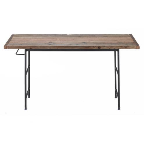 素材やデザインにこだわった魅力的なテーブル5