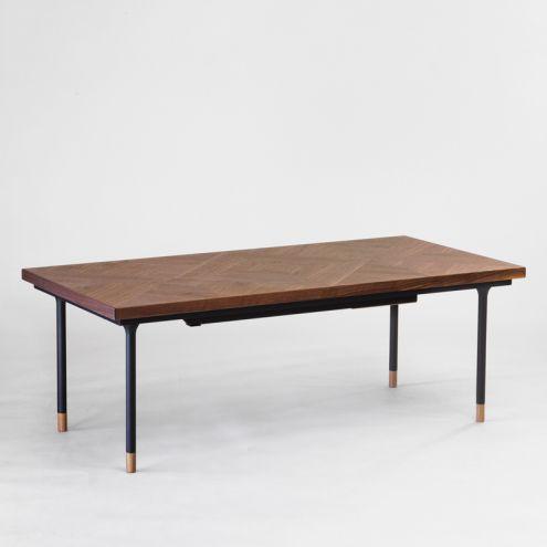 素材やデザインにこだわった魅力的なテーブル3