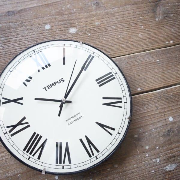 アンティーク風のかけ時計