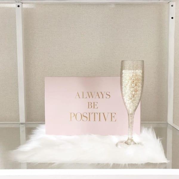 シャンパンの泡みたいなキラキラがかわいい!ラメグラス