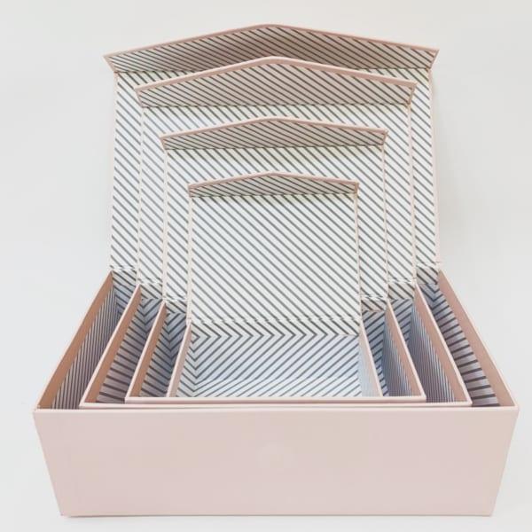 ダイソーのフタ付き紙ボックス・ピンク