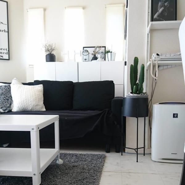 IKEAの黒ソファで作るモノトーンリビング