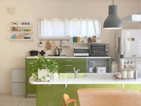 明るい雰囲気のキッチンに