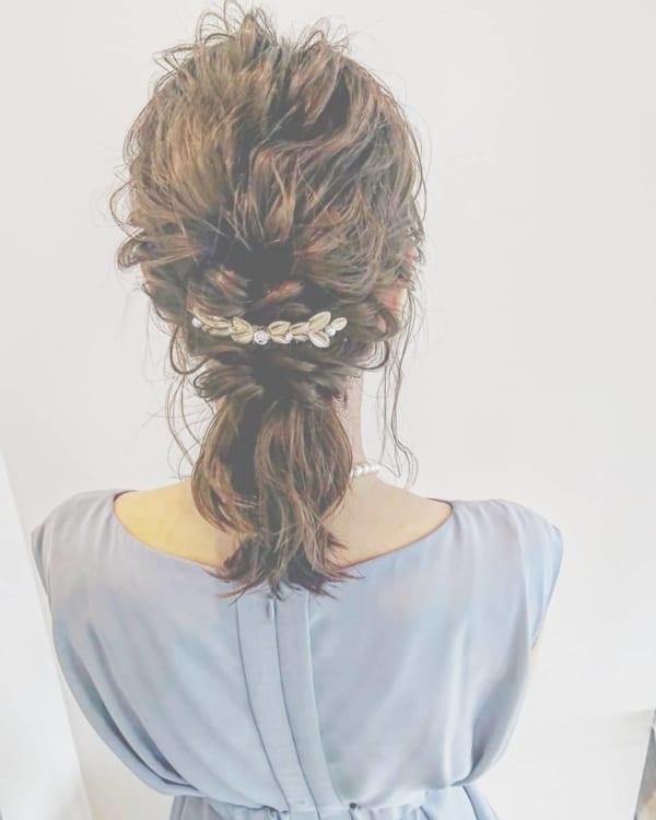 結婚式×ミディアム×後れ毛ローポニーテール