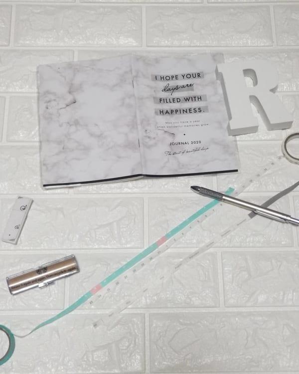 【セリア】大理石柄表紙のスケジュール手帳