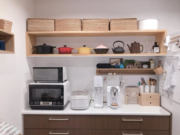 キッチンは「見せる収納」で実用性とオシャレさを両立