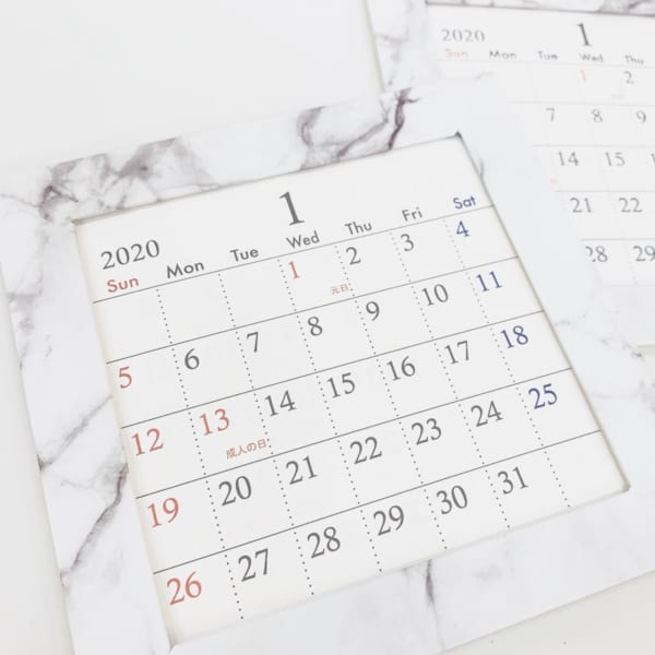 大理石のデザインが高級感を増すカレンダー
