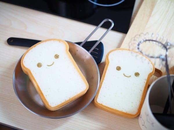 【ダイソー】表情が可愛い食パンキッチンスポンジ
