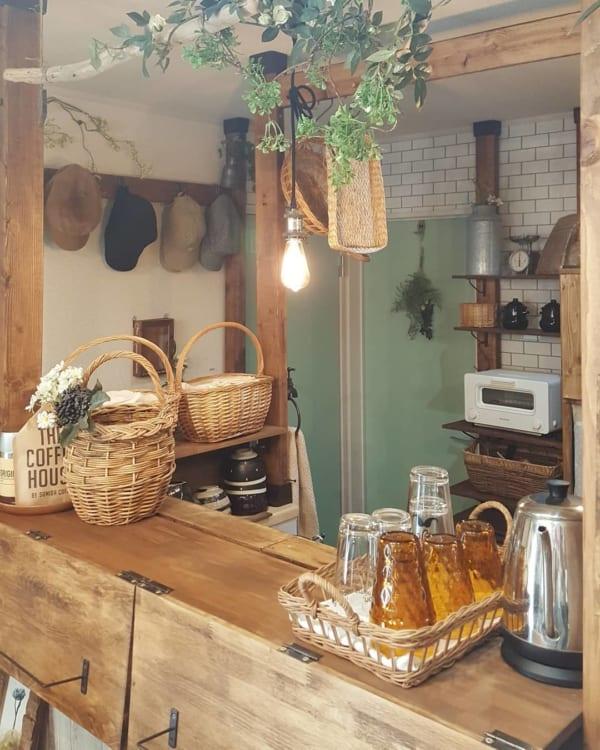 グラスが雰囲気たっぷりなカフェ風キッチン