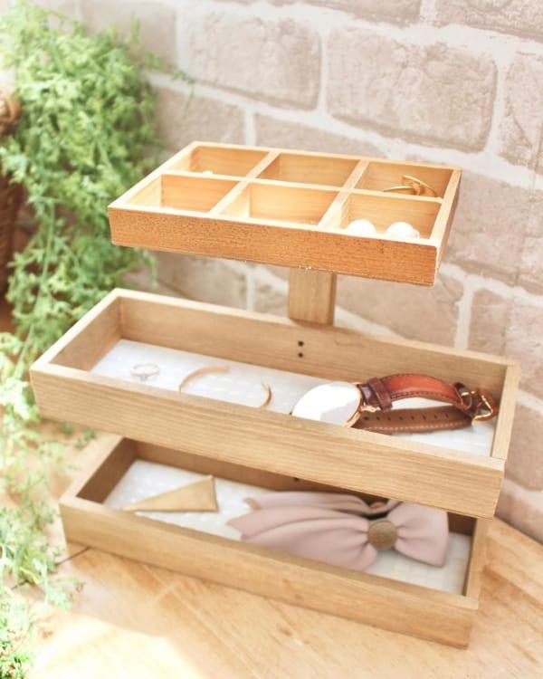 木箱と木材で作るアクセサリースタンド