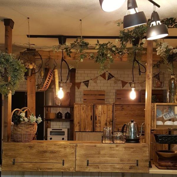 グリーン&電球が落ち着くカフェ風キッチン