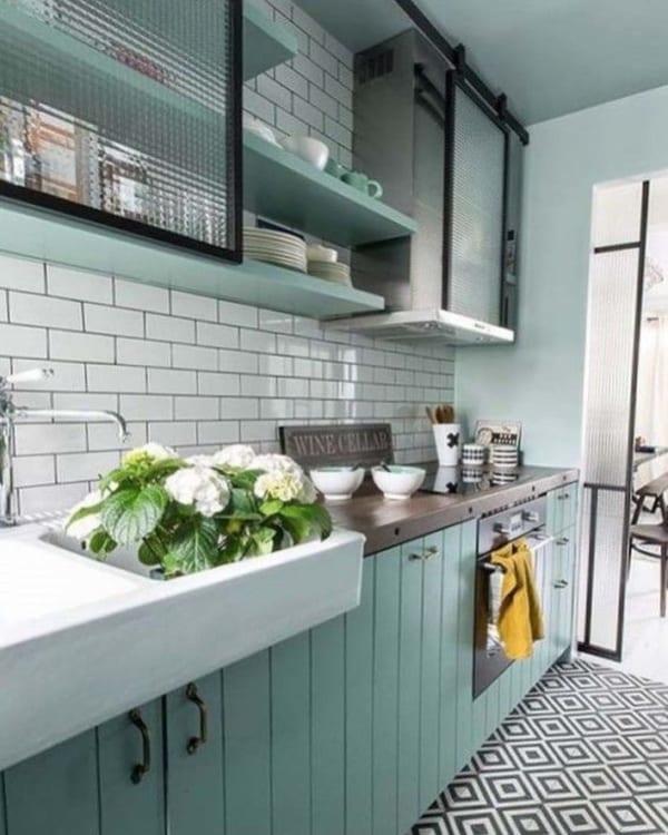 綺麗なグリーンが爽やかなキッチン