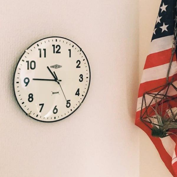 モノトーンのかけ時計