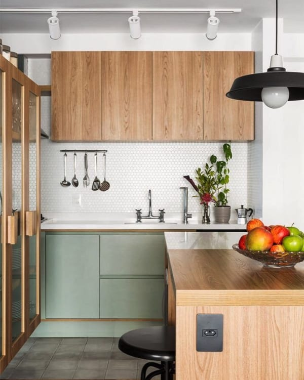 自然の木目が落ち着くキッチンインテリア