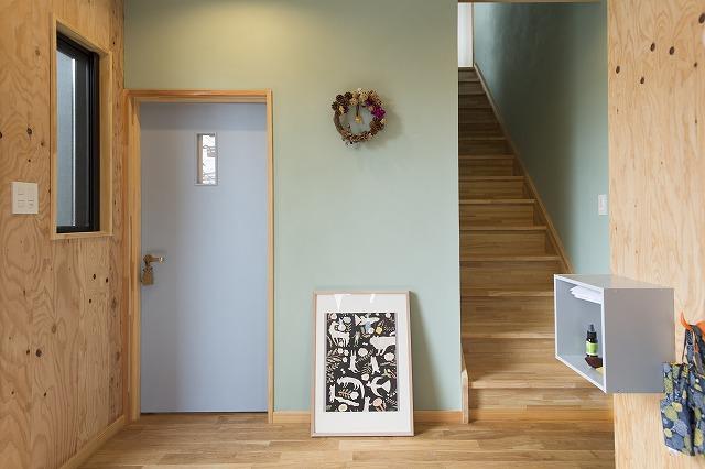 壁の仕上げは、構造用合板。DIYにはうってつけの素材2