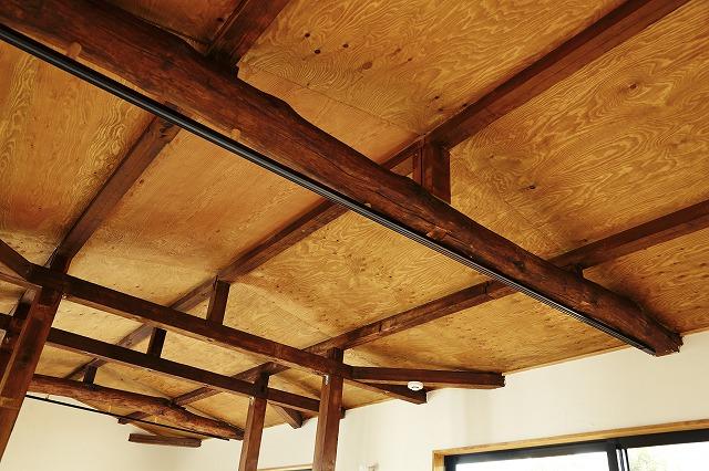 壁の仕上げは、構造用合板。DIYにはうってつけの素材4