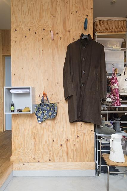 壁の仕上げは、構造用合板。DIYにはうってつけの素材6