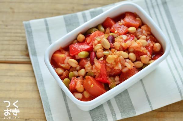 ほんのり酸っぱいレシピ!トマトと豆のサルササラダ