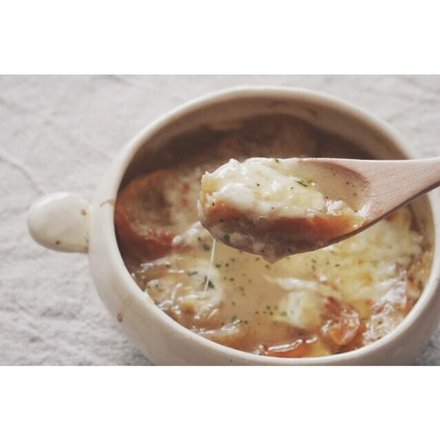 付け合わせに簡単!オニオングラタンスープ