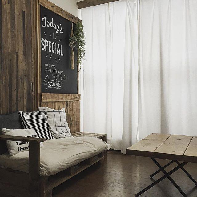 木目壁紙が素敵なカフェ風リビング