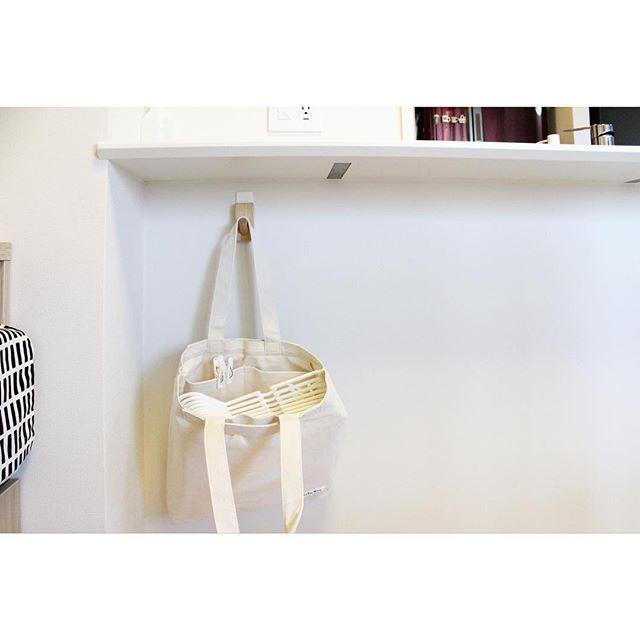トートバッグに入れて壁に掛ける保管術