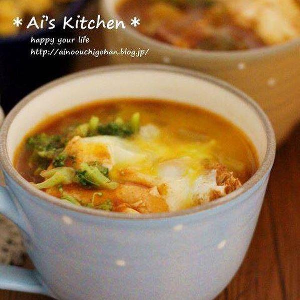 落とし卵を付け合わせ!親子丼とトマトスープ