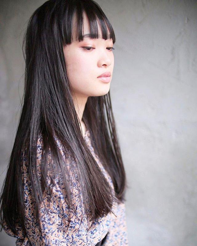 マニッシュ×前髪ぱっつんのロングスタイル