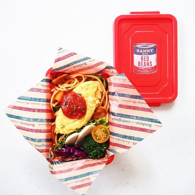 真っ赤でポップなお弁当箱